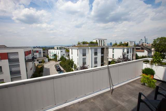 balkonumrandung balkon sichtschutz von g nter hofsaess sonnenschutz balkonbespannung. Black Bedroom Furniture Sets. Home Design Ideas